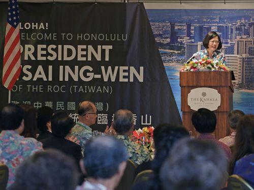 ハワイの台湾系華僑との昼食会であいさつする蔡英文総統