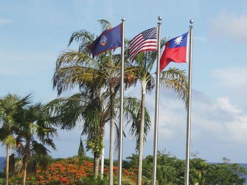 蔡総統、オセアニア歴訪終える  経由地グアムで中華民国国旗はためく
