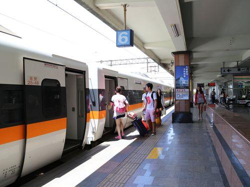 台湾鉄道、利用客数2年連続で減少=立法院報告書