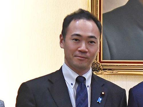 鈴木馨祐衆院議員
