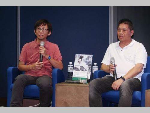「万歳」の実写映画化について語る プロデューサーの王子維さん(左)と貴金影業の林添貴董事長(会長)