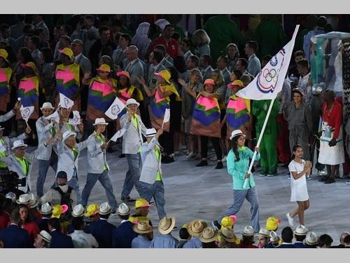 中華オリンピック委員会の旗を手に入場行進する台湾選手団=資料写真