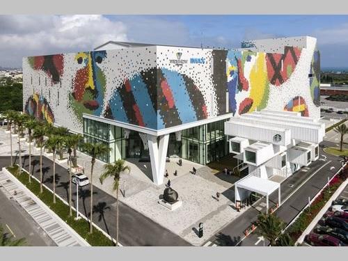 「新天堂楽園」のモザイクタイル壁画=台開提供