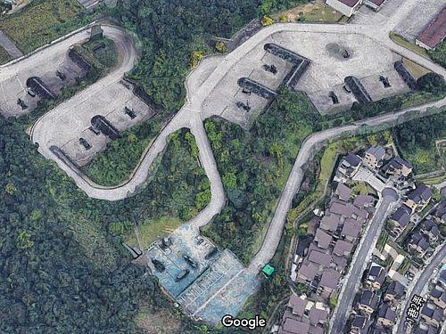 グーグルの3D地図に写り込むミサイル基地など=グーグルマップから