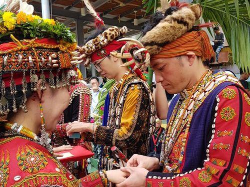 台湾原住民の合同結婚式に日本人カップル=茂林国家風景区管理処提供
