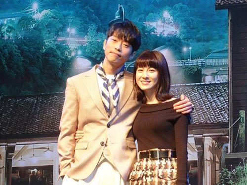 台湾ドラマ「一千個晩安」主演のニコラス・テオ(左)とリエン・ユーハン
