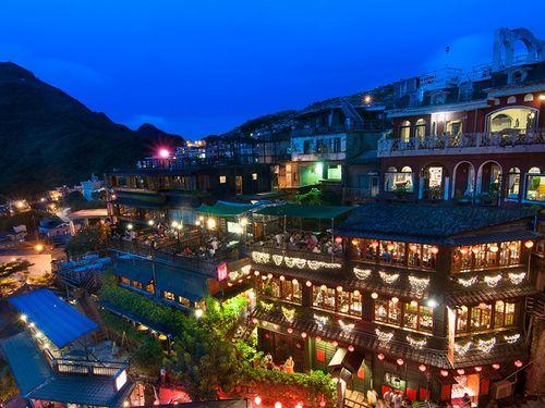 台湾の人気観光地・九フンの夜景(交通部観光局ウェブサイトtaiwan.net.twより、フン=にんべんに分)