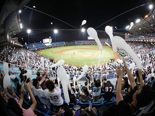 ラミゴの本拠地、桃園国際球場で日本フェスタが開催され、ジェット風船が飛ばされた