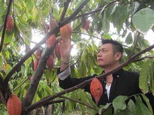 屏東でカカオ農園を営む蘇一明さん=蘇さん提供