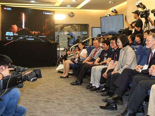台湾の新しい気象衛星、打ち上げ成功  蔡総統「宇宙開発の一里塚」