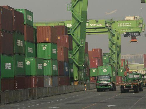 台湾6月の輸出、8カ月ぶりにプラス成長