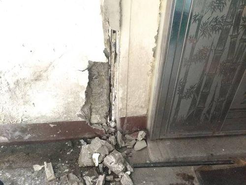 地震ではがれ落ちた台北市内の建物の外壁=建管処提供