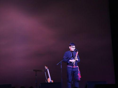 「ボーカルアジアフェスティバルin香川・高松」でパフォーマンスするプユマ族出身のサンプーイ=ボーカルアジア提供