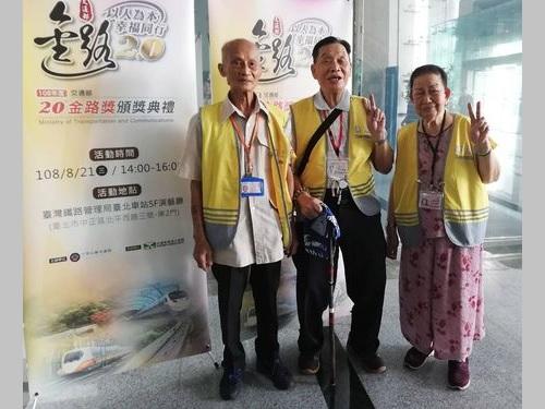 表彰された日本語ボランティアの(左から)李春長さん、王孝敦さん、許陳配さん