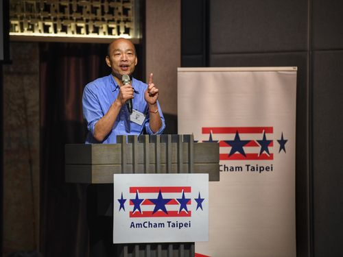 台北市米国商工会議所主催の食事会で講演する韓国瑜高雄市長