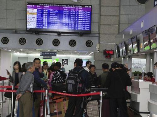 高雄空港でのチェックインの行列
