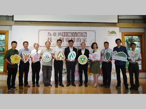 「国家植物園方舟計画」の記者会見に臨む関係者たち