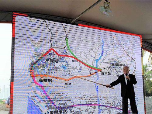 高速鉄道の屏東への延伸を発表する蘇貞昌行政院長