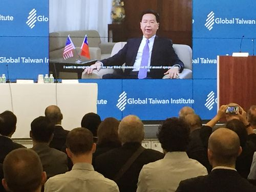 ビデオメッセージで台湾の立場を説明する呉外交部長