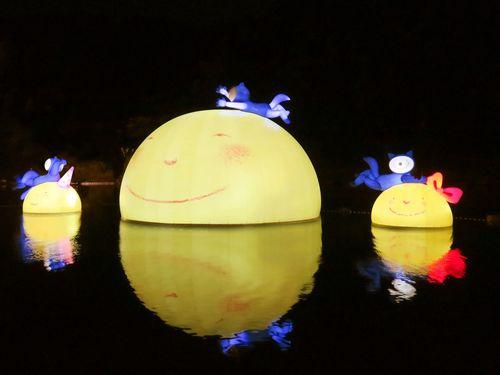 ジミーが月をモチーフに創作した芸術作品=新北市観光旅遊局提供