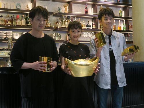 蔭山征彦(左)ら台湾ドラマ「日據時代的十種生存法則」の主要キャスト