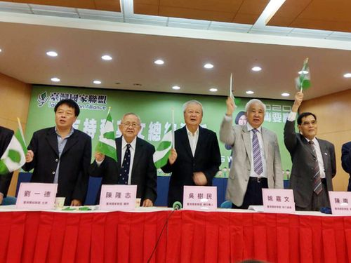 蔡総統支持を表明した複数の独立派団体の幹部ら