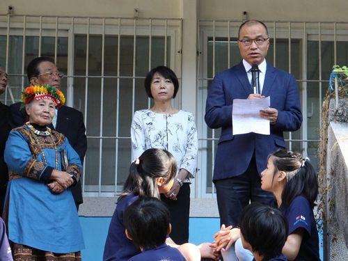 高雄日本人学校50周年記念式典であいさつする葉匡時・高雄副市長=同市政府提供