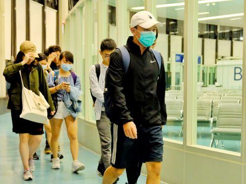 14日未明に桃園空港に到着した香港中文大学の台湾人学生