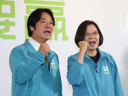 来年の総統選で再戦を目指す蔡英文総統(右)とコンビを組む頼清徳氏