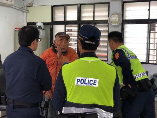 警察に出頭した日本人の男=花蓮県警提供