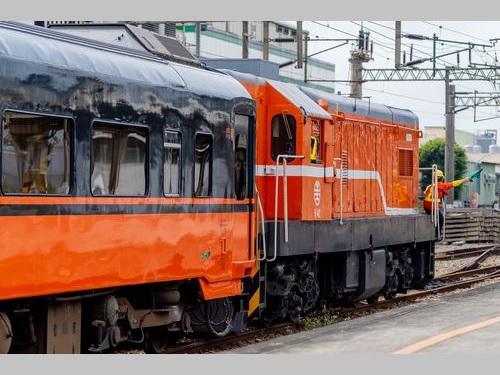 新しい塗装が施された台鉄の観光列車「環島之星」=台鉄のフェイスブックから
