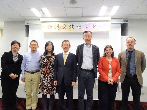 5日の成果報告会に参加した日仏の関係者ら。中央は謝長廷駐日代表