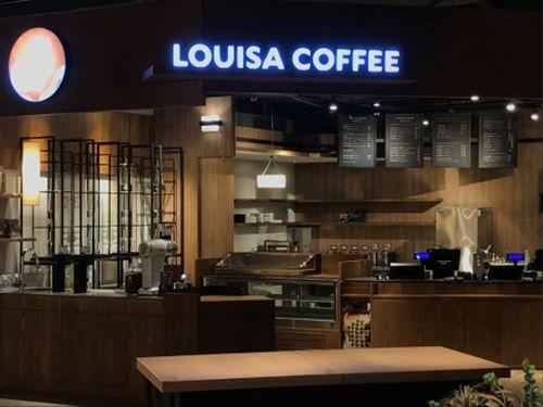 TSUTAYA BOOKSTORE南港店内に位置するカフェチェーン・ルイサ=TSUTAYAの公式サイトより
