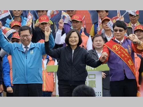 選挙集会に参加する蔡英文総統(中央手前)