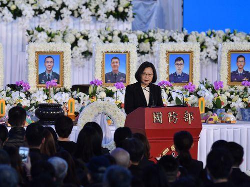 告別式であいさつする蔡総統