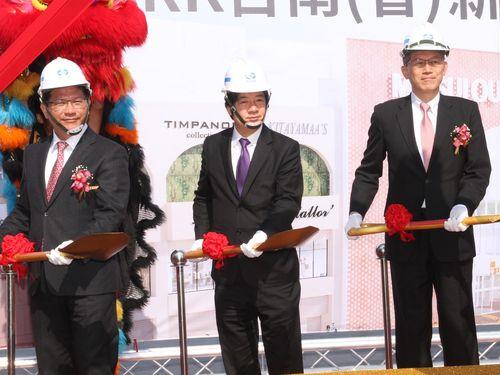 起工式に出席した林佳龍氏(左)ら