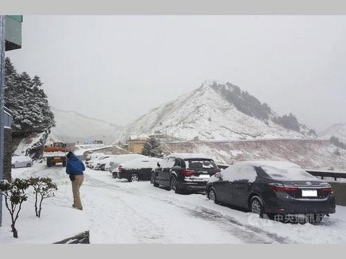 積雪が観測された合歓山(写真=地元店提供)