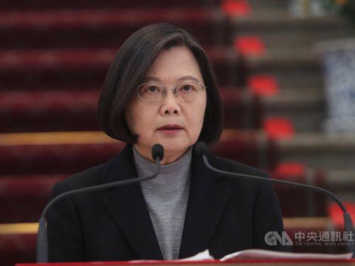 30日午後、総統府(台北市)で談話を発表する蔡英文総統