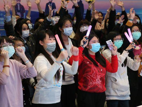 マスク姿でイベントを楽しむ来場者たち