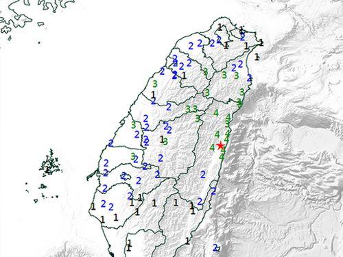 15日午後7時ごろにあった地震の推計震度分布図=中央気象局提供