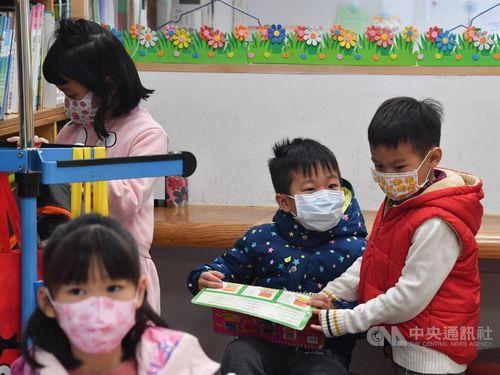 マスク姿の子どもたち=資料写真
