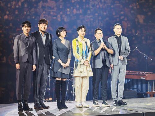 23日のコンサートでメンバーが揃うソーダグリーン。右3はチンフォン=ユニバーサルミュージック台湾提供