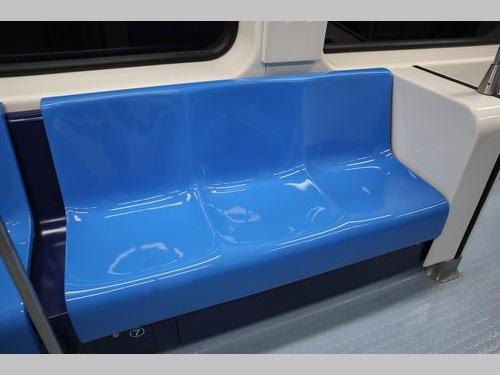 370型電車の車内の3人掛け座席=台北メトロ提供