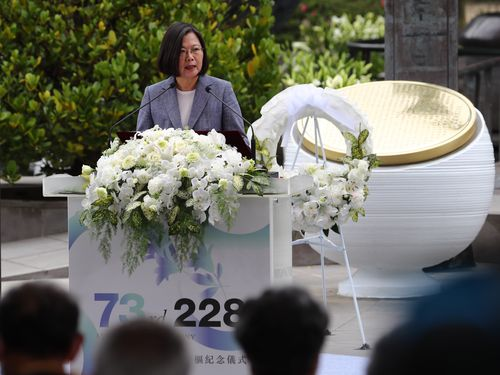 2・28事件の記念式典であいさつする蔡総統