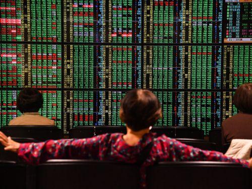 台湾株式市場、大幅下落で始まる。加権指数、一時300ポイント超下落