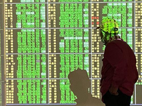 一時は前日より780ポイント超下落する13日の台湾株式市場