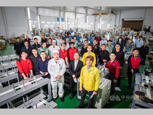 マスク生産ライン製造の「ナショナルチーム」のメンバーたち
