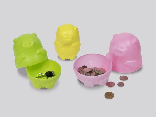 蔡英文総統の関連グッズ。3つで1組の子豚の貯金箱= 台湾発のブランド「勇敢台湾」提供