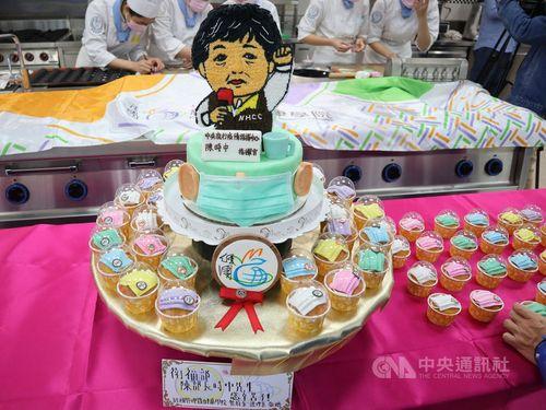 中央感染症指揮センターの陳指揮官の似顔絵ケーキ=経国管理・健康学院提供