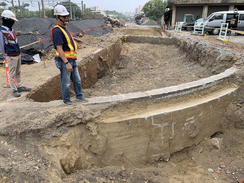台南市の工事現場で見つかった転車台の遺構とみられる出土物=同市文化資産管理処提供